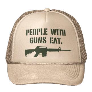 La gente con los armas come - el gorra
