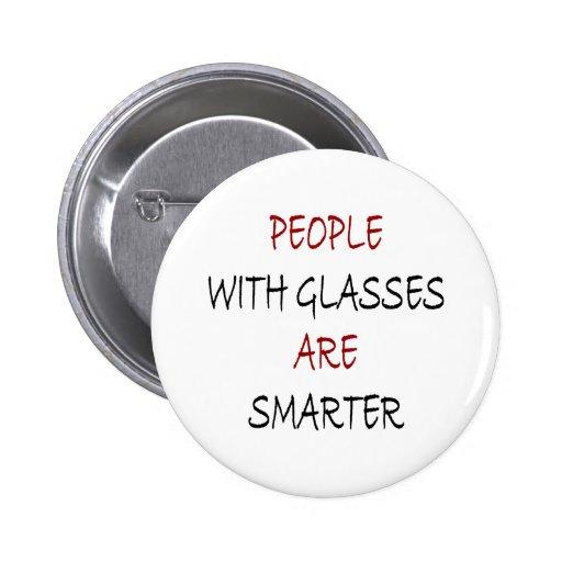 La gente con los vidrios es más elegante pin redondo 5 cm