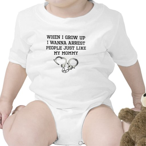 La gente de la detención tiene gusto de mi mamá trajes de bebé