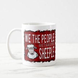 La gente despierta Sheeple Taza Básica Blanca