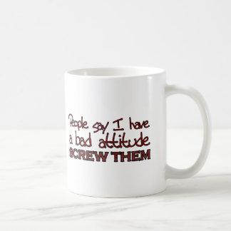 La gente dice que tengo una mala actitud tazas