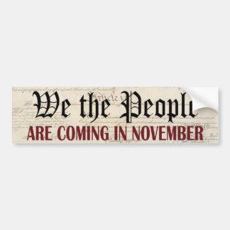 La gente estamos viniendo en noviembre etiqueta de parachoque