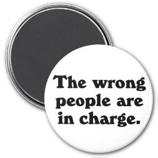 La gente incorrecta es responsable imán redondo 7 cm