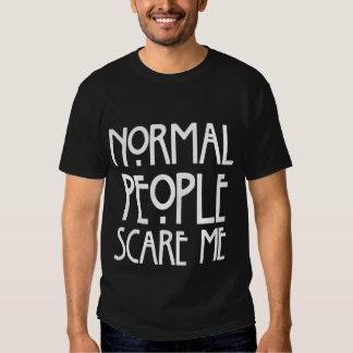 La gente normal chistosa me asusta camiseta negra playera
