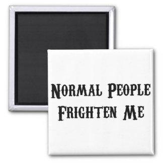 La gente normal me asusta imán cuadrado