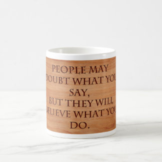La gente puede dudar lo que usted dice taza de café