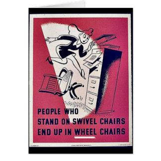 La gente que se coloca en sillas de eslabón girato tarjeta