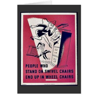La gente que se coloca en sillas de eslabón girato tarjeton