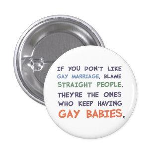 La gente recta está teniendo bebés gay pin redondo de 1 pulgada