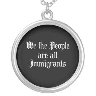La gente somos todos los inmigrantes - colgante personalizado