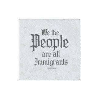 La gente somos todos los inmigrantes imán de piedra