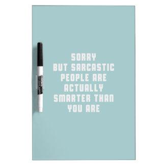 La gente triste, pero sarcástica es realmente un t pizarras