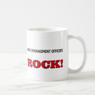 La gestión de desechos manda la roca taza básica blanca