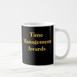La gestión de tiempo concede el premio divertido d tazas