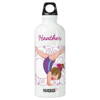 La gimnasia de encargo de los niños se divierte la botella de agua