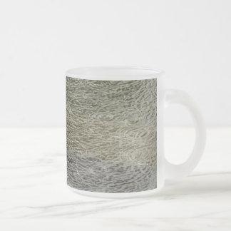 La gota de agua ondula la taza de la naturaleza