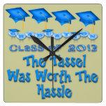 La graduación azul capsula el reloj de pared