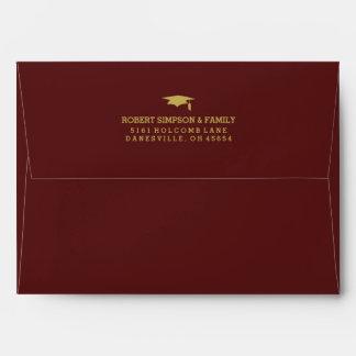 La graduación marrón del rojo y del oro 5x7 invita sobres