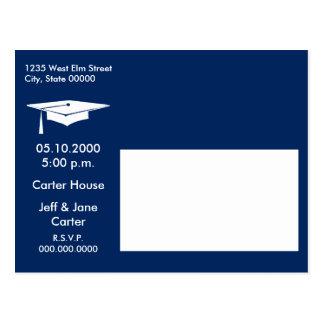 La graduación moderna invita postal
