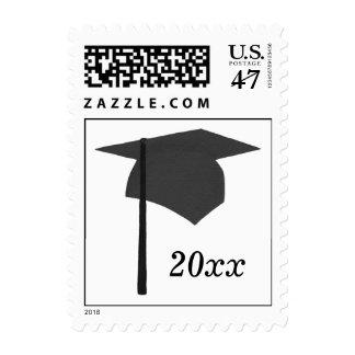 La graduación negra sella año de la borla del sello postal