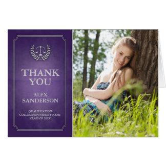 La graduación púrpura y de plata del colegio de tarjeta pequeña