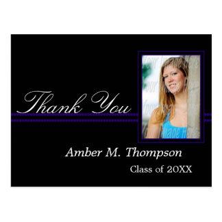 La graduación púrpura y negra le agradece postal