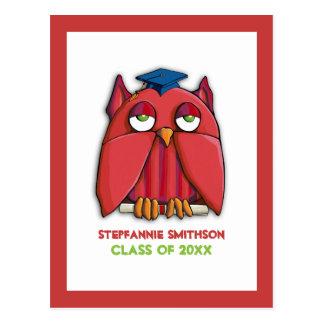 La graduación roja del graduado del búho invita a  postal