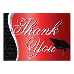 La graduación roja y negra le agradece invitacion personalizada