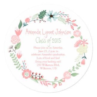 La graduación verde rosada linda de la guirnalda invitación 13,3 cm x 13,3cm