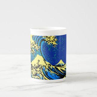 La gran onda de Hokusai en acento del estilo del Taza De Porcelana