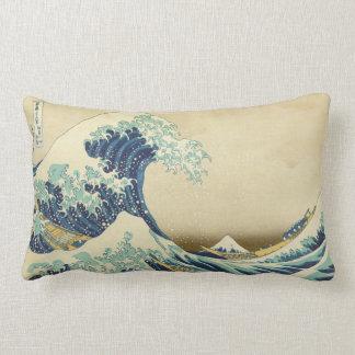La gran onda de la orilla de la almohada de