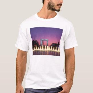La Grande Arche, La Defense, Paris, France T-Shirt
