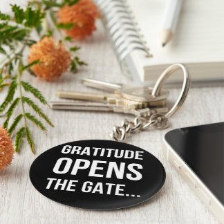 La gratitud abre la cita inspirada de la puerta llavero redondo tipo pin