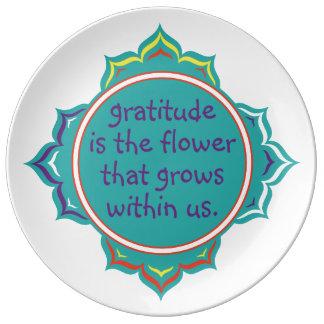 La gratitud es la flor platos de cerámica