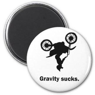 La gravedad chupa el imán de la bici de la sucieda