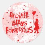 la gravedad juega a favoritos etiqueta redonda