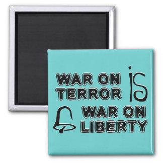 La guerra antiterrorista es guerra en libertad imán cuadrado