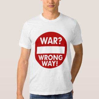 La guerra es la camiseta incorrecta de la manera playera