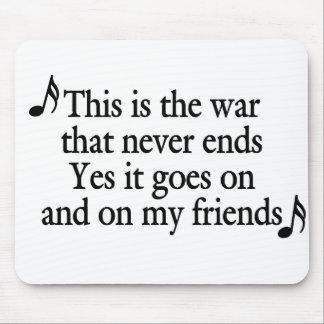 La guerra esa nunca termina (el texto negro) mousepad