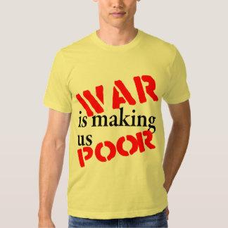 La guerra nos está haciendo la camiseta pobre playera