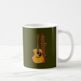 La guitarra acústica del auditorio taza
