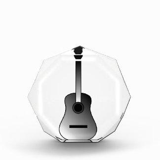 La guitarra acústica es colores simples