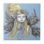 La hada colorida w BG azul de la luna diseña Teja