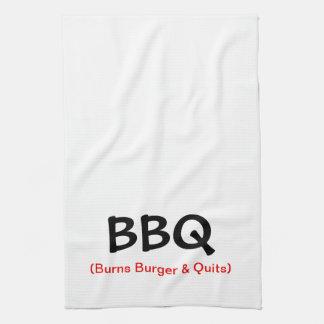 La hamburguesa de las quemaduras y abandona la toa toalla de cocina