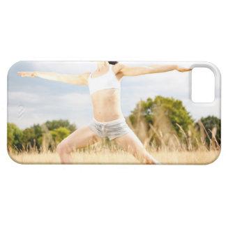 La hembra hace estiramiento de la yoga iPhone 5 funda