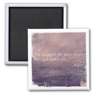La herida es el lugar en donde la luz le inscribe imán cuadrado
