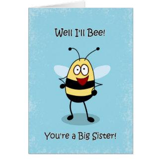 La hermana grande de la enhorabuena, manosea la ta tarjeta de felicitación