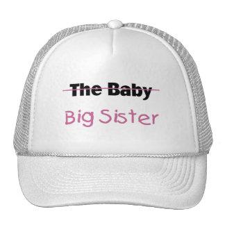 La hermana grande del bebé gorra
