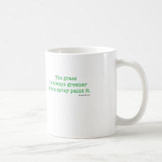 La hierba es siempre más verde taza clásica