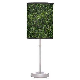 La hierba es siempre una lámpara de mesa más verde